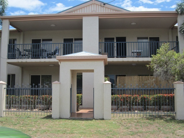1/2 MacRossan Street, South Townsville QLD 4810