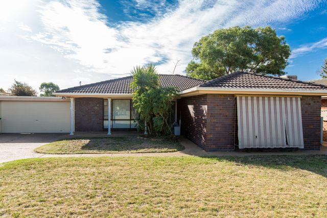 14 Truscott Drive, Ashmont NSW 2650