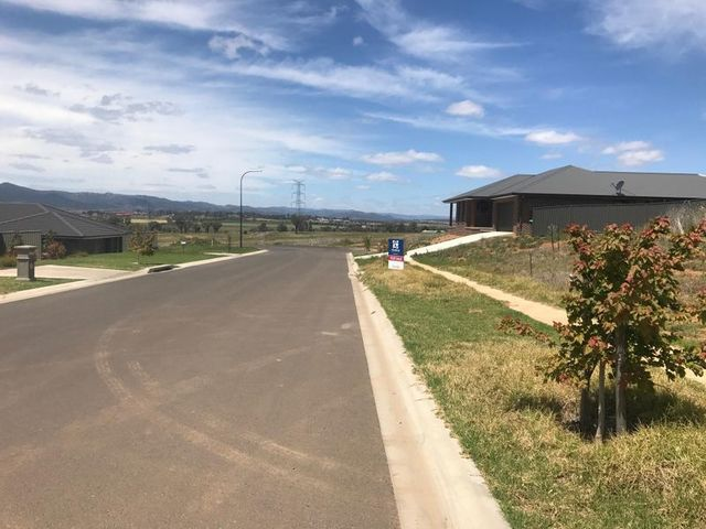 16 Currawong Drive, Tamworth NSW 2340