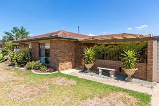 4 Truscott Drive Wagga Wagga NSW 2650