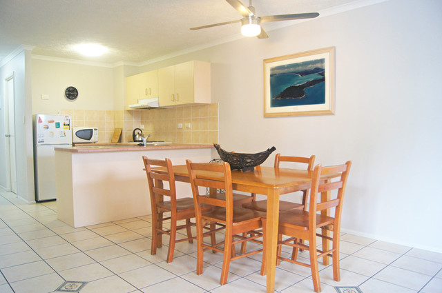 8/22 Airlie Crescent, QLD 4802