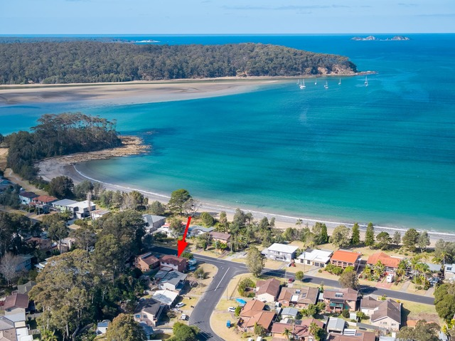 1 Timbara Crescent, Surfside NSW 2536