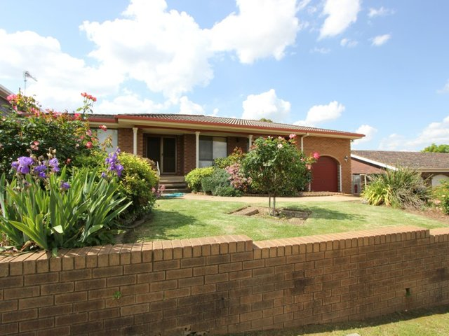 5 Henwood Ave, Kooringal NSW 2650