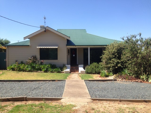 93 Cowra Road, Grenfell NSW 2810
