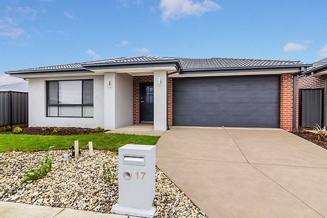 17 Yearling Crescent, Clyde North VIC 3978