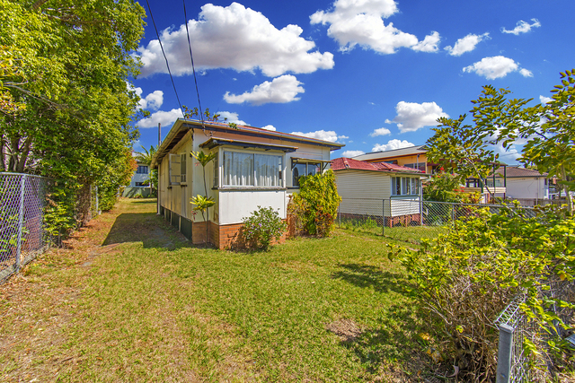 235 Oxley Ave, QLD 4019