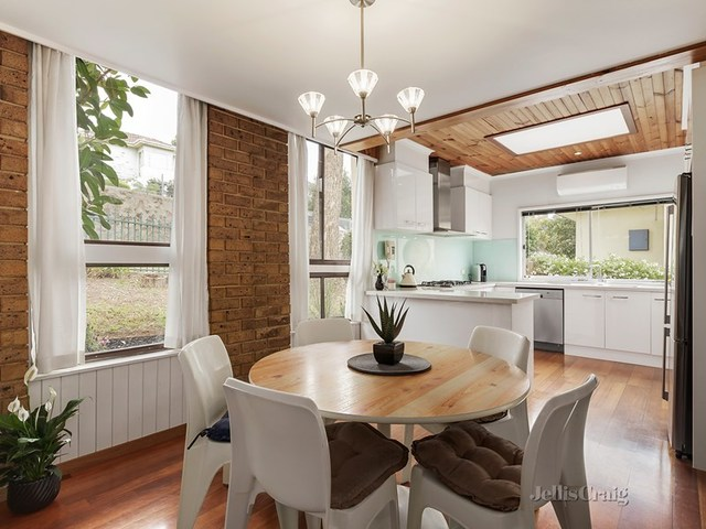 29 Greenbank Crescent, Pascoe Vale South VIC 3044