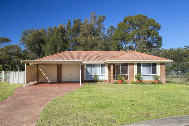 15 Honeysuckle Close, Burrill Lake NSW 2539