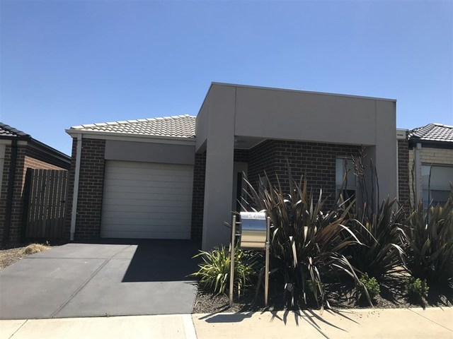 14 Murgese Circuit, Clyde North VIC 3978