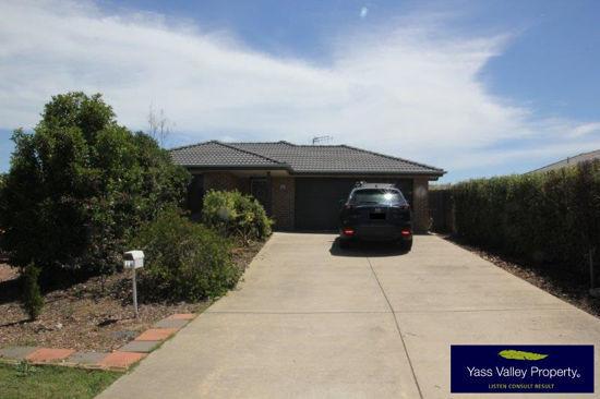 18 Nicholls Drive, Yass NSW 2582