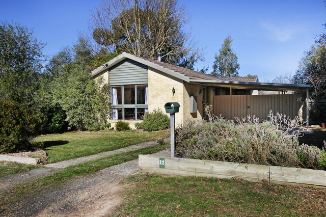 22 Anne Road, Woodend VIC 3442