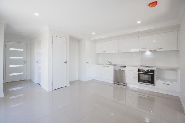 2/34 Azure Street, Rosewood QLD 4340