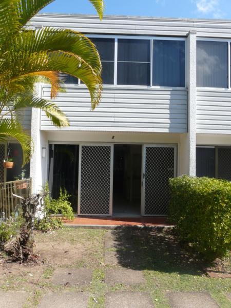 8/2a Moffatt Street, Scarborough QLD 4020