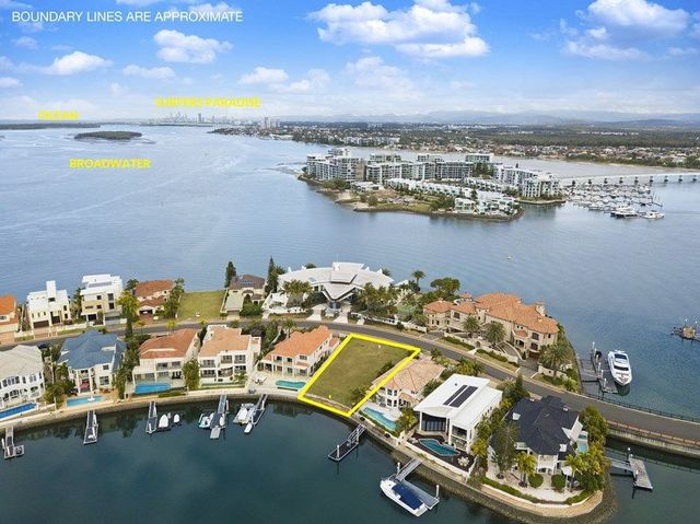 8 King Arthurs Court, Sovereign Islands QLD 4216