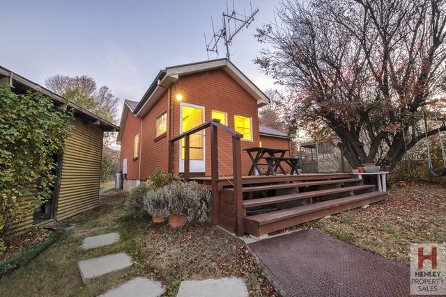 9 Pryce Street, Berridale NSW 2628