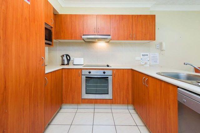 30/7-11 Brown Street, QLD 4215