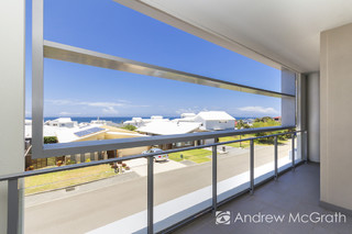 110/55E Caves Beach Road