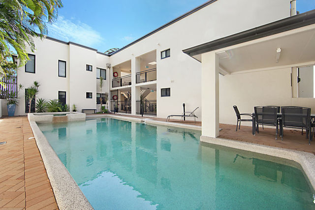 4/2A Cleveland Terrace, Townsville City QLD 4810