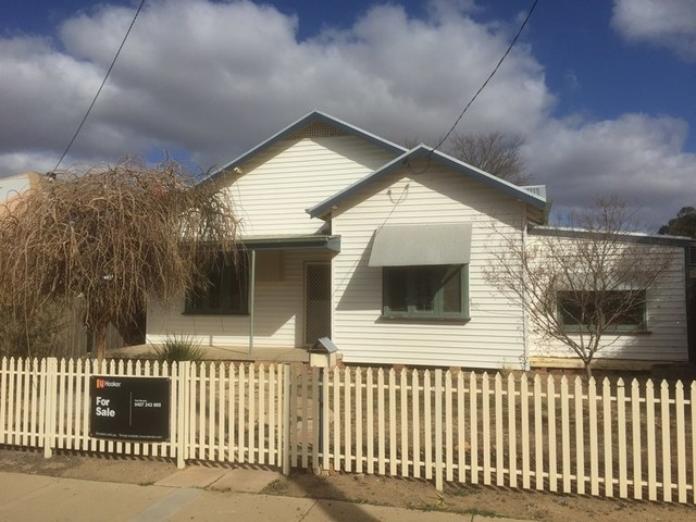 418 Leonard, Hay NSW 2711