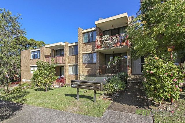 3/11 Hampton Court Road, Carlton NSW 2218