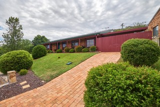 5 Max Henry Crescent