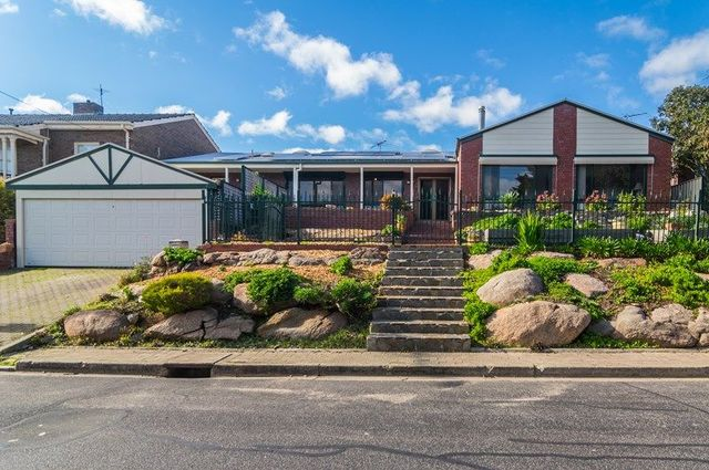7 St Georges Terrace, Bellevue Heights SA 5050