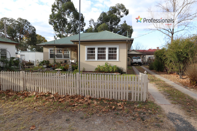 72 Lawrence Street, Inverell NSW 2360