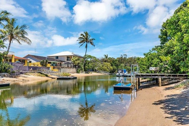 8 Costa Court, QLD 4218