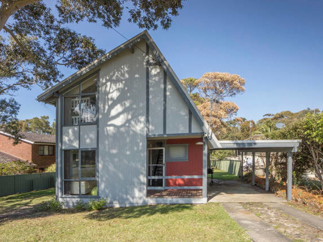 83 Clyde Street, Mollymook Beach NSW 2539