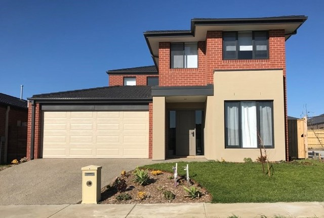 8 Sloane Drive, Clyde North VIC 3978