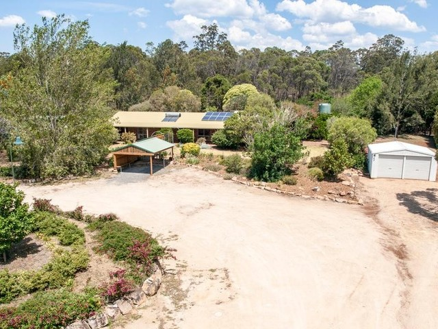 67 Erbacher Rd, Hampton QLD 4352