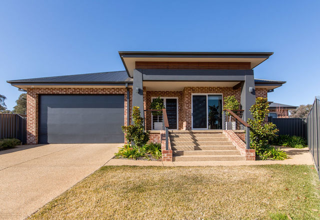 5 St Aubins Place, Bourkelands NSW 2650