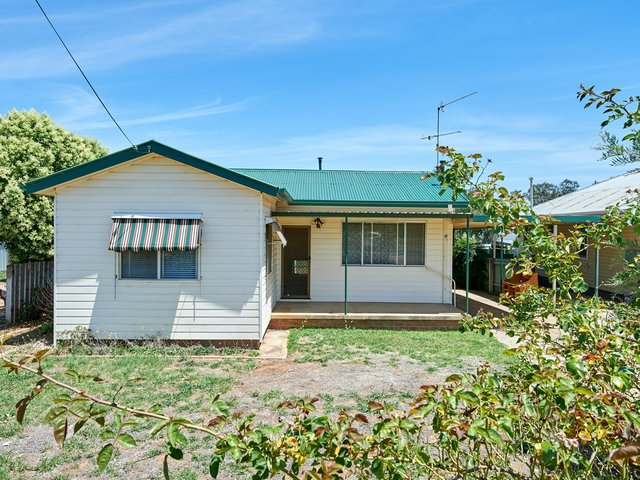 14 Gowrie Parade, NSW 2650