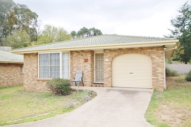 Unit 4/10-12 Blackett Ave, Young NSW 2594