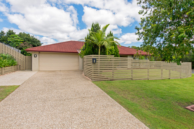 2 Williams Place, Pacific Pines QLD 4211
