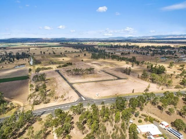374 Gatton Esk Road, Lake Clarendon QLD 4343