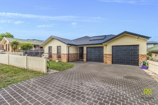 7 Northcliffe Place