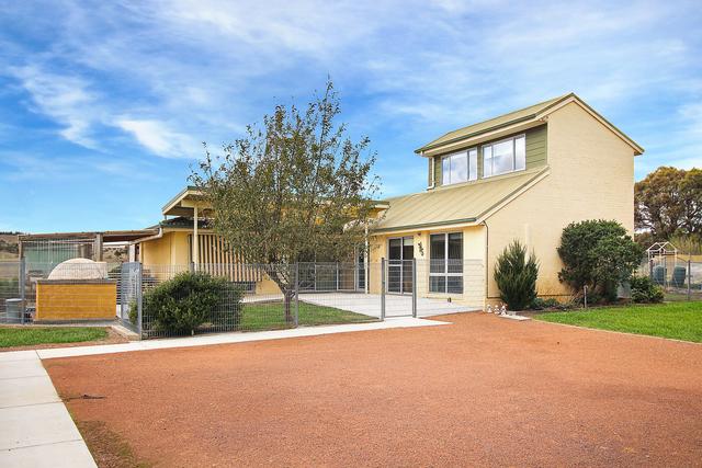 8 Merino Vale Drive, Wamboin NSW 2620
