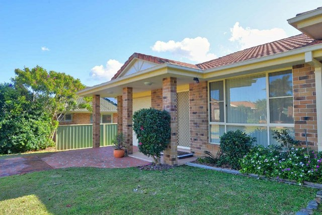 2/2 Wills Court, Forster NSW 2428