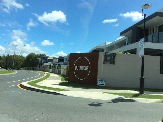 7 Summer Lane, Robina QLD 4226