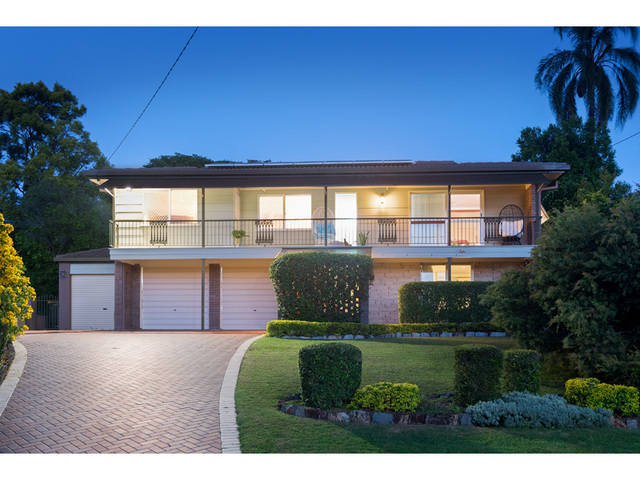 10 Aruma Street, Holland Park West QLD 4121