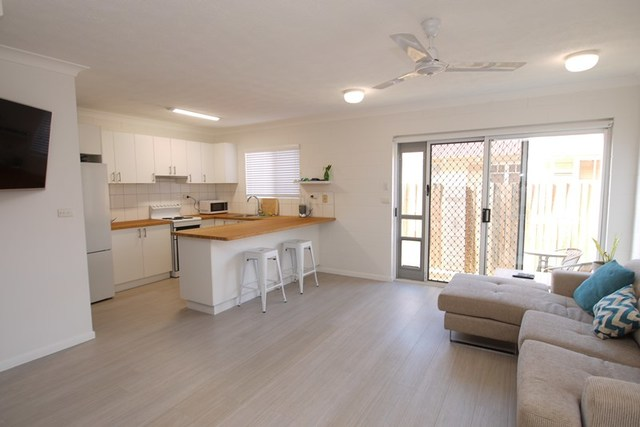 2/139 Eyre Street, North Ward QLD 4810