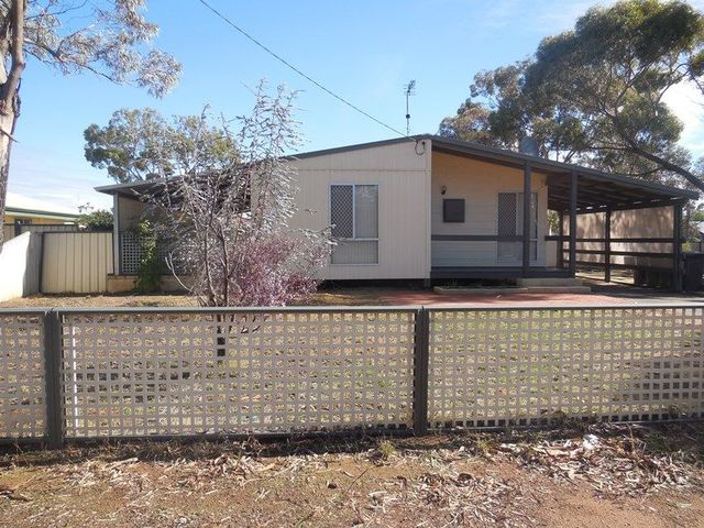 20 Broad Way, Moora WA 6510