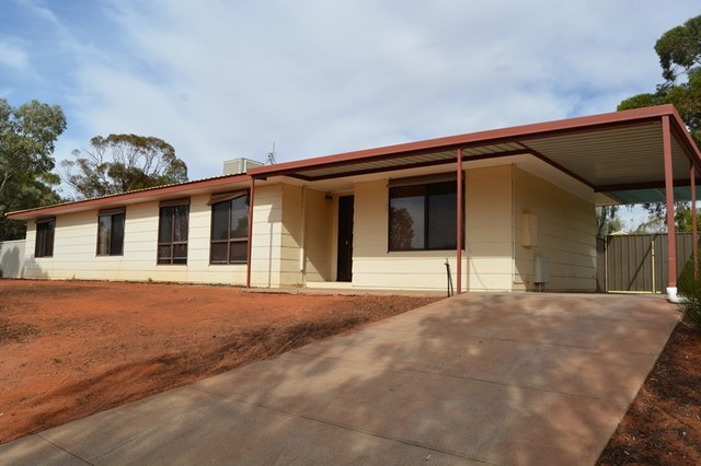 1 Mulgaria Cct, Roxby Downs SA 5725