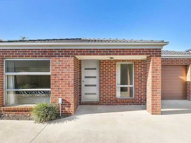 2/10 Raymond George Place, Lara VIC 3212