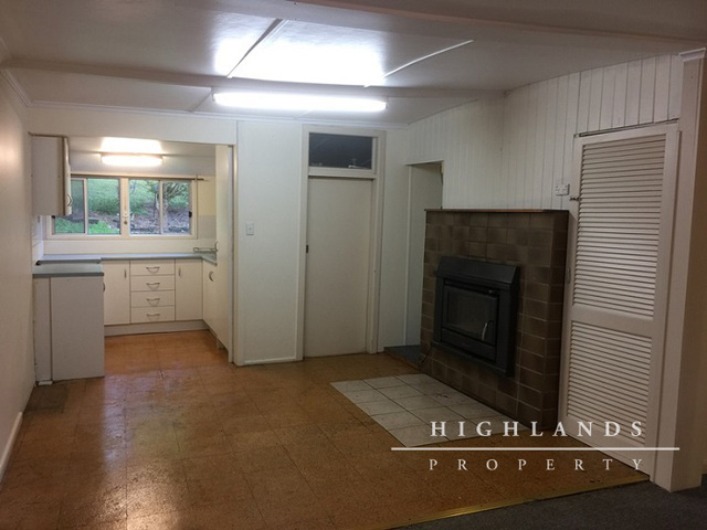 Cottage 2/91 Fountaindale Road, Robertson NSW 2577