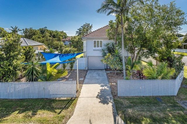 27 Chigwell Street, Wavell Heights QLD 4012