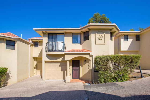 4/141 Cotlew Street, Ashmore QLD 4214