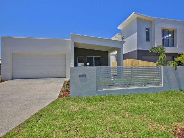 8 Hideaway Street, Birtinya QLD 4575