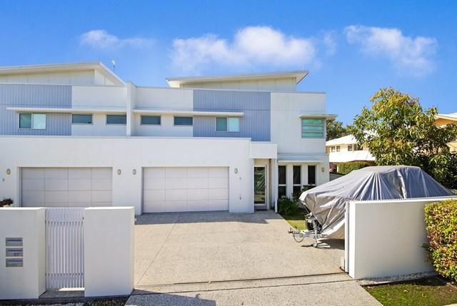 2/2 Seabreeze  Avenue, Coolum Beach QLD 4573